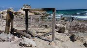 Estructura de antiguas casetas varadero en Es Carnatge en Formentera