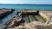 Zona antigua cantera de marés en la playa de la savina