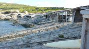 Vista lateral de las casetas varadero de Es Pou d'es Verro