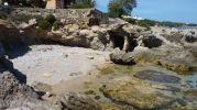 cavidad entre rocas a modo de cueva