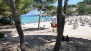 zona con sombra en el lado oeste de la playa