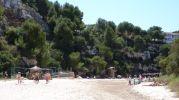 gente disfrutando de un día en la playa