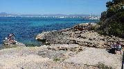 banco a pocos metros de la cala con preciosas vistas al mar