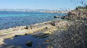 agua color turquesa en las zonas poco profundas