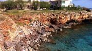 muchisimas rocas en la orilla