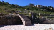 escalera para entrar a la playa
