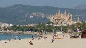 enorme playa con preciosas vistas a la catedral