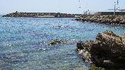 aguas poco profundas y con alguna roca grande