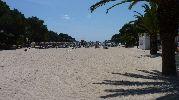 larguisima playa con mucha arena