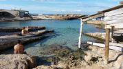 Tres bañistas en Es Caló