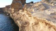 Primer plano de la erosión de la costa del racó d'es moro formentera