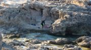 Bañistas con traje de buzo en Racó de s'Anfossol