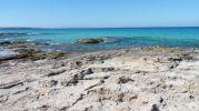 Zona rocosa que hay entre cada playa
