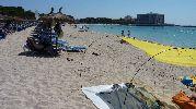 playa bastante grande y muy turística
