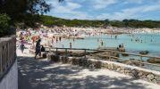 playa abarrotada de gente