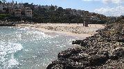 playa prácticamente vacía