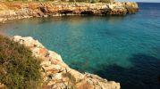 agua color turquesa y cristalina