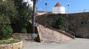 otra escalera para llegar hasta la playa