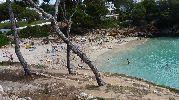 para la extensión de la playa hay bastantes personas