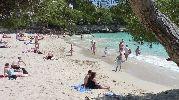 playa con bastante ajetreo