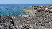 playa muy rocosa