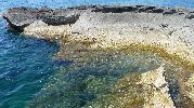 explanada rocosa hecha por las olas