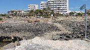 playa muy rocosa y sin arena